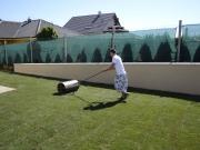 valcovanie trávnika po položení trávneho drnu