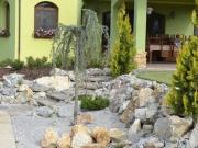 skalka vytvorila čarovný profil terasy