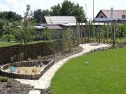 Mojmírovce-vidiecky štýl záhrady